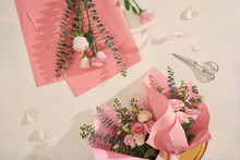 Making Pink Flowers Bouquets W...