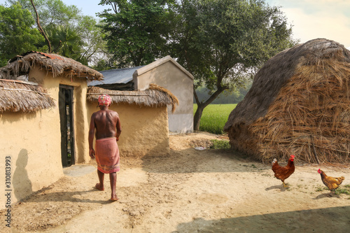 Photographie Rural Indian village at Bolpur West Bengal with view of tribal man entering his