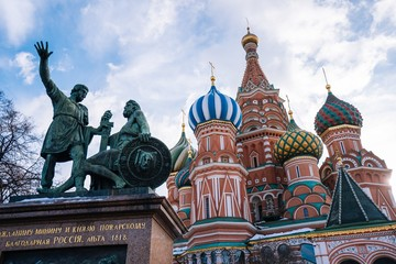 Fototapeta na wymiar Minin and Pozharsky statues in front of The Cathedral of Vasily the Blessed in Moscow