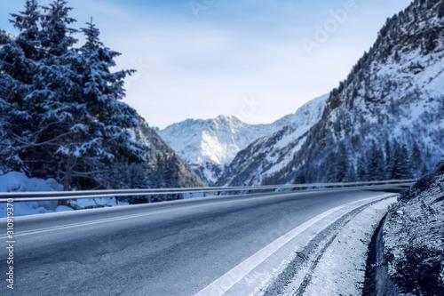 Obraz Winter background of road and mountains landscape  - fototapety do salonu