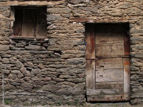 Obraz na plátně  puerta madera antigua de pueblo arte rural