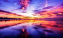 Magisch Schöner Bunter Sonnenaufgang Am Schönen Bodensee Mit Kraftvollen Wolken