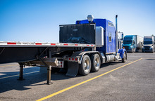 Big Rig Blue Semi Truck With E...