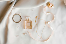 Bride's Accessories: Eau De To...