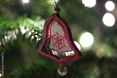 Obraz ozdoba choinkowa w kształcie dzwonka, Boże Narodzenie - fototapety do salonu