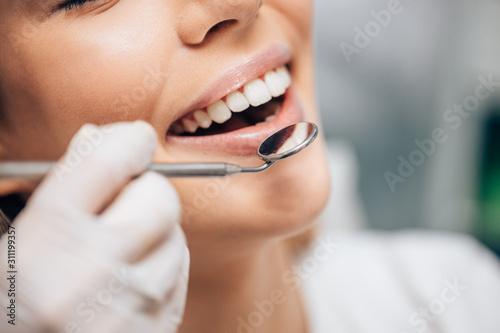 Valokuva attractive caucasian woman visiting dentist, doctor doing dental examination bef