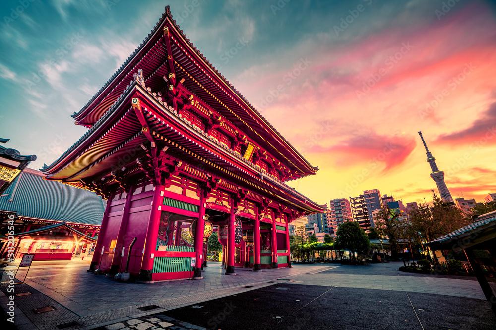 Fototapeta Sensoju Temple with dramatic sky and Tokyo skytree in Japanese