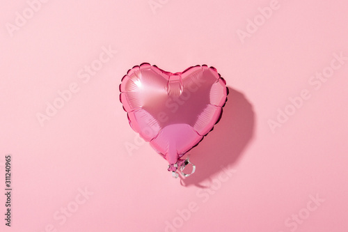 фотография Air balloon heart shape on a pink background