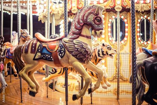 Caballo de carrousel o tiovivo en feria nocturna Canvas Print