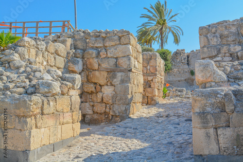 Photo Canaanite City Gate at the City of megiddo in Tel Megiddo National Park