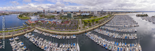 Fotografía  Long Beach modern city skyline, marina and Shoreline Village panorama aerial view in City of Long Beach, Los Angeles County, California CA, USA