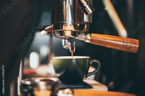 Photo Close-up of espresso pouring from coffee machine