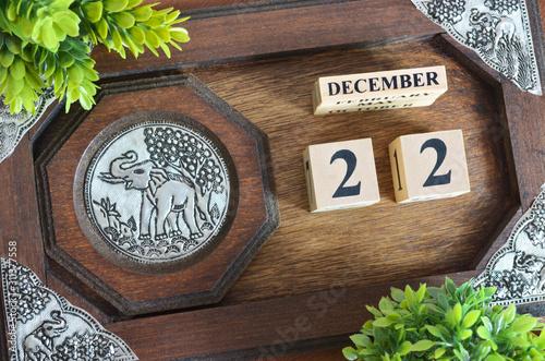 Papel de parede  Date 22, December month with elephant silver wooden design.