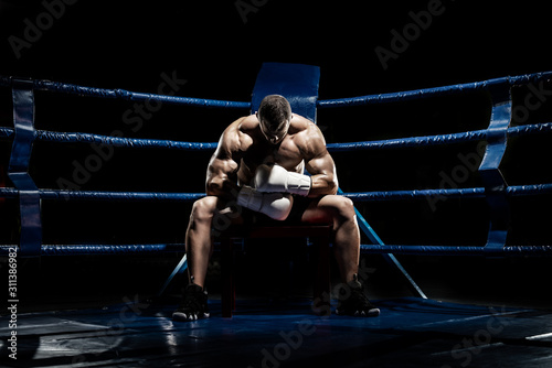 Cuadros en Lienzo punching boxer on boxing ring