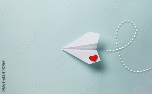 Fototapeta paper love airplane on color background