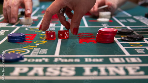 Платно casino craps table with chips and dice