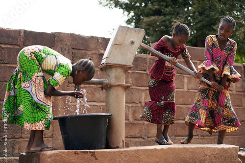 Slika na platnu African Children At A Public Borehole Fetching Water For Their Families