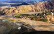 Bunte Landschaften aus Rhyolithgestein mit Schwefelquellen