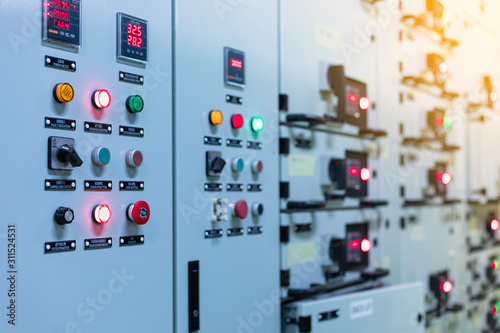 Fotografía  Electrical switch gear at Low Voltage motor control center cabinet  in coal power plant