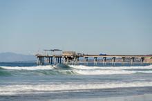 Strong Surf Under Ellen Browni...