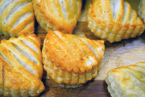 Photo Fresh chausson aux pommes turnovers in a French pastry shop