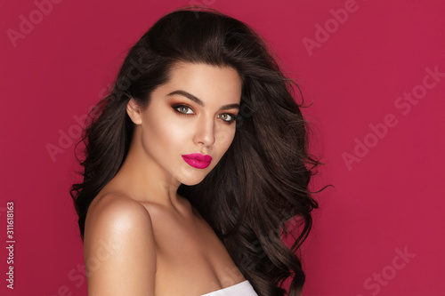 Beautiful Brunette Woman Portrait with brown eyes and Healthy Long Shiny Wavy black hair Fototapet