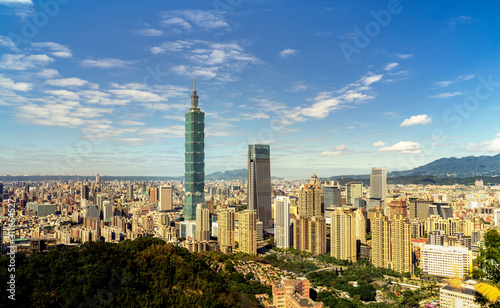 Photo Beautiful cloud sky with Taipei cityscape at dawn, Taiwan