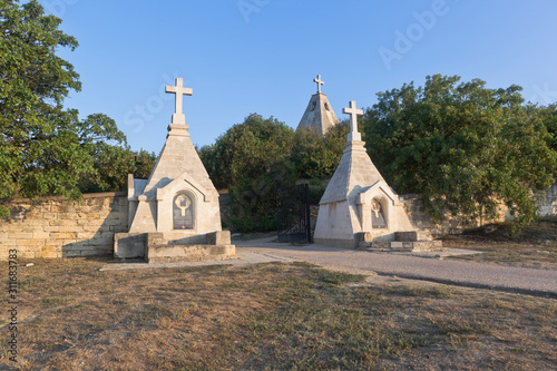 Entrance to the Bratskoye cemetery in the hero city of Sevastopol, Crimea Fototapet
