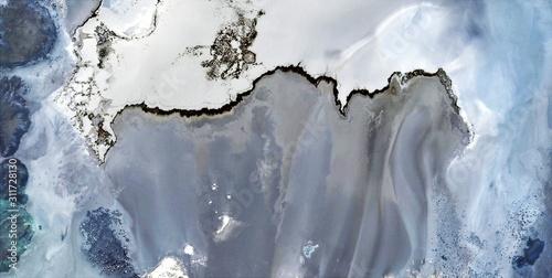 abstrakcyjna-fotografia-pustyni-afryki-z-powietrza-widok-z-lotu-ptaka-na-pustynne-krajobrazy-gatunek-abstrakcyjny-naturalizm-od-abstraktu