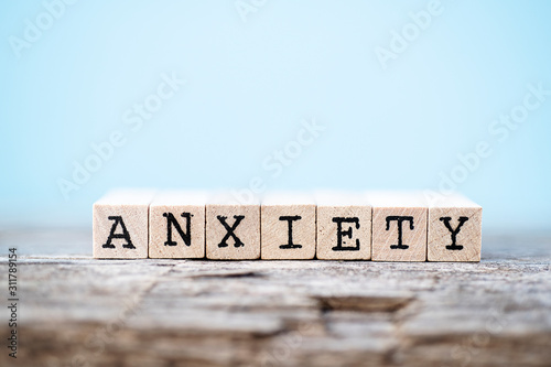 Fotografia The word anxiety with a wood and light blue background