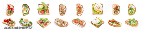 Photo Different tasty sandwiches on white background