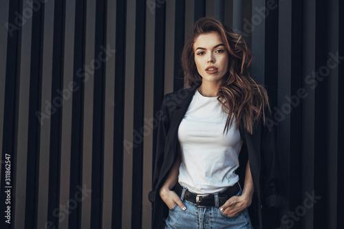 Платно Fashion Portrait of Stylish Pretty Brunette Young Woman Outdoor