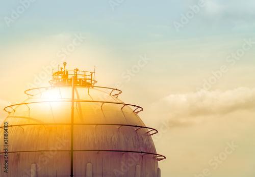 Fényképezés  Industrial gas storage tank