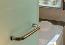 Modern Bathroom Glass Door Ha...