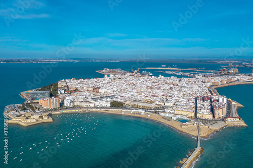 Canvastavla  Panoramic aerial view of the city of Cadiz and the Castle of San Sebastian