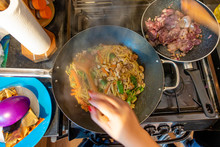 Cooking Filipino Noodles And C...