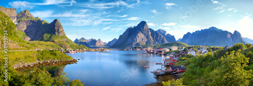 Fotografiet Panoramic view of Reine fishing village, Lofoten, Norway