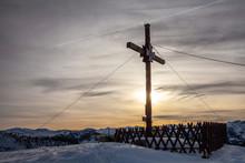 Das Gipfelkreuz Am Sonntagskog...