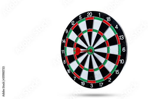 Fotomural Red dart arrow hitting in the target center is Dart board Isolated on White back