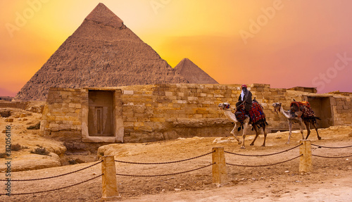sphinx-against-the-backdrop-of-the-great-egyptian-pyramids-africa-giza-plateau