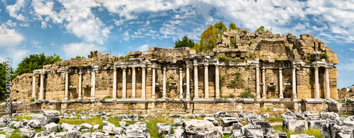 Photo Ruins of the ancient agora of Side in Turkey