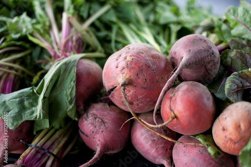 Obraz na plátně Golden beets at farmers market