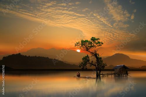 Fotografia sunrise over the lake