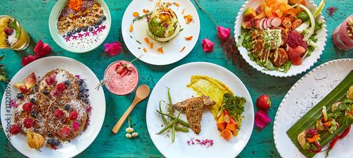 Variedad de platos saludables con estilo rústico Wallpaper Mural