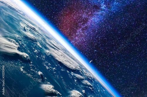 ziemia-w-kosmosie-elementy-te