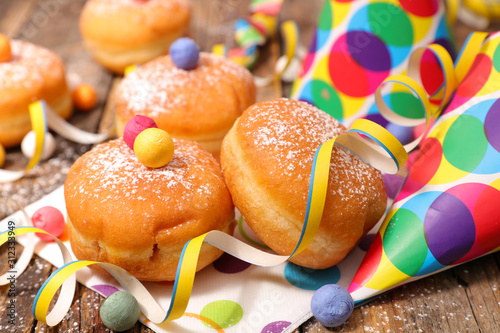Photo gourmet donut and carnival decoration
