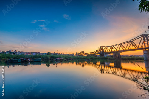 Bridge is the first steel bridge across the Red River, built by the French (1898 Fototapete