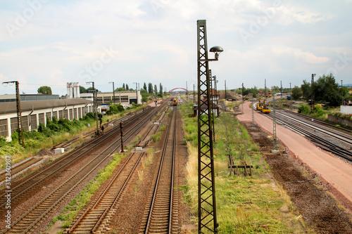 Obraz Blick auf die Bahngleise der Baustelle in Köthen - fototapety do salonu