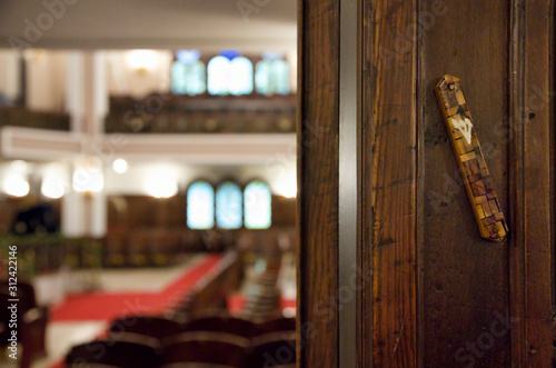 Mezuzah affixed to the doorpost of Neve Shalom Synagogue in Istanbul Canvas-taulu