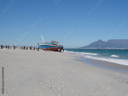 Photo Fishing trawlers run aground near Cape Town